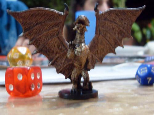 Porque dragões de bronze são imunes a eletricidade se bronze é um METAL?